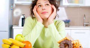 Γυναίκα σε πειρασμό για φαγητό