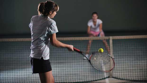 Κορίτσια παίζουν τένις