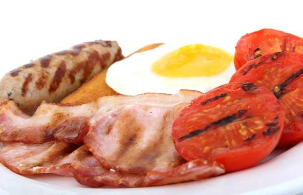 Πιάτο με κρέας αυγά και μπέικον